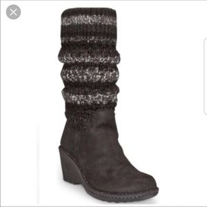 Ugg Chesthaven sweater wedge boot size 10